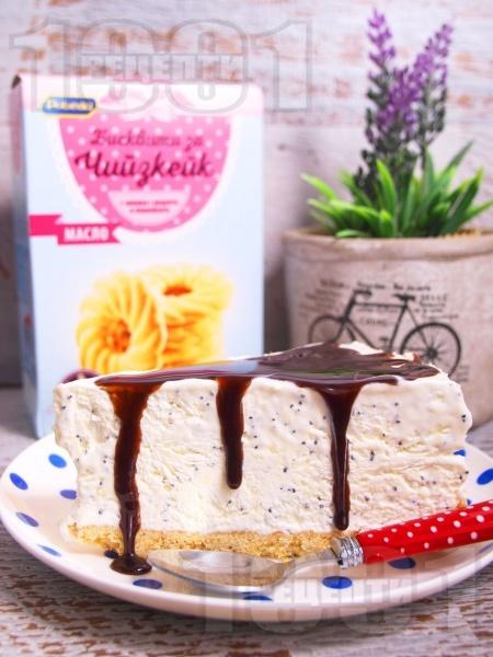 Лесен домашен сладоледен чийзкейк / торта с яйца, крема сирене и сладкарска сметана - снимка на рецептата